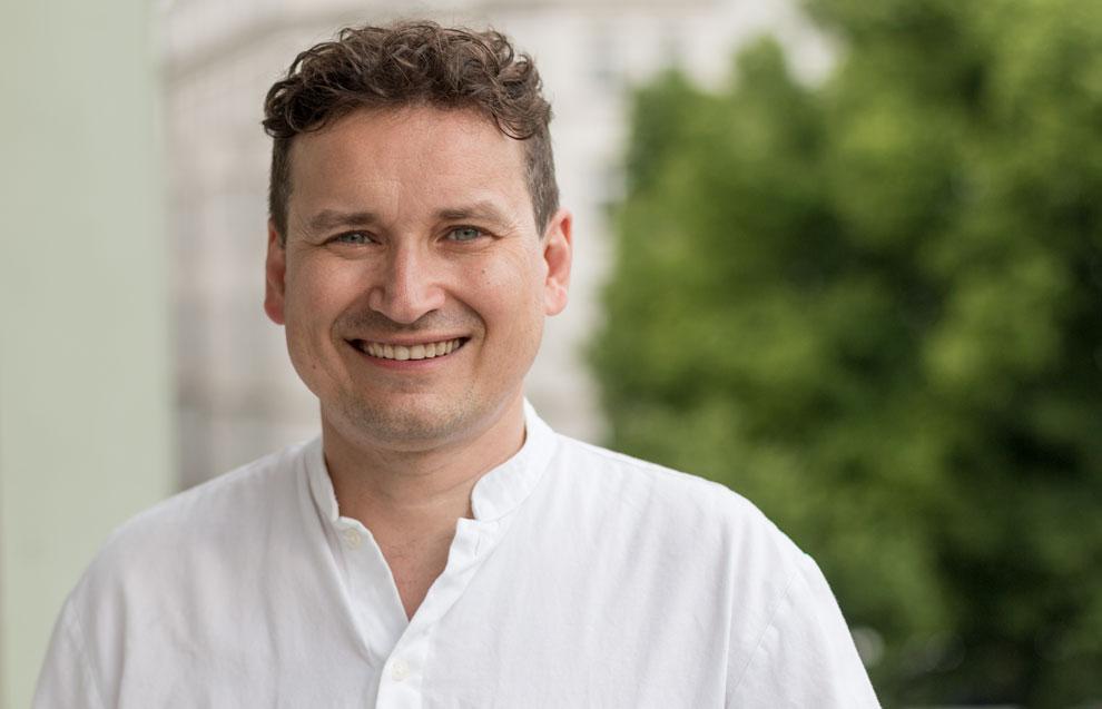 implantologe-dr-dr-norman-von-sternberg-portrait